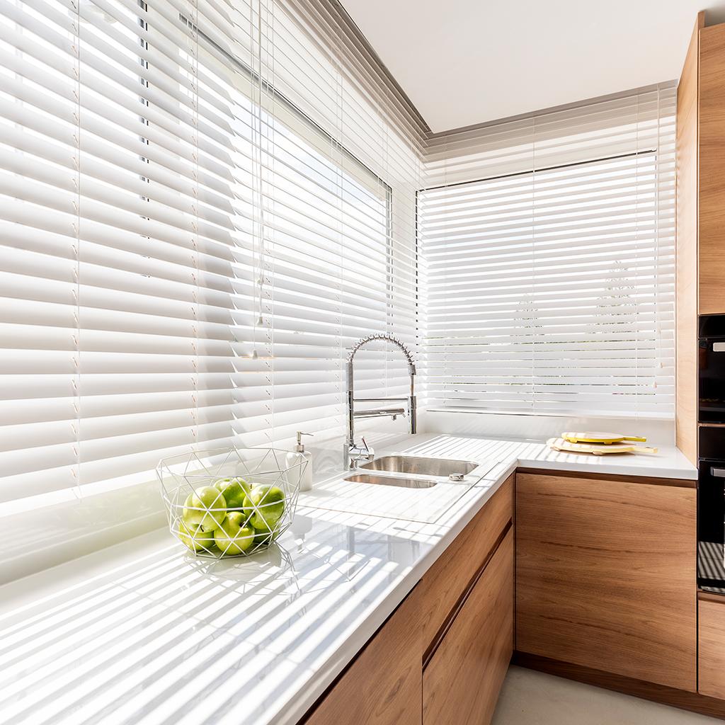 Billede af et køkken med gardiner fra Bilkas webshop